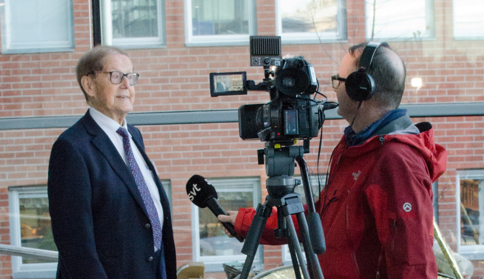 Bengt Hultqvist intervjuas av SVT:s Thommy Johansson (Foto: Rick McGregor, IRF)