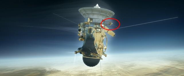 Rymdfarkosten Cassini med ett svenskt instrument ombord (i röd cirkel) ska snart åka in i Saturnus gasmassor (bild: NASA)